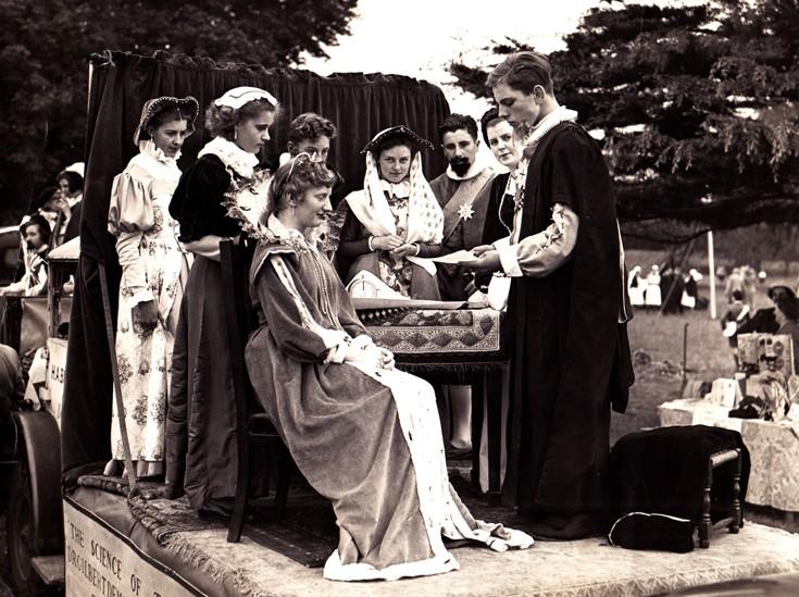1953 Elizabethan Cavalcade Banstead - float