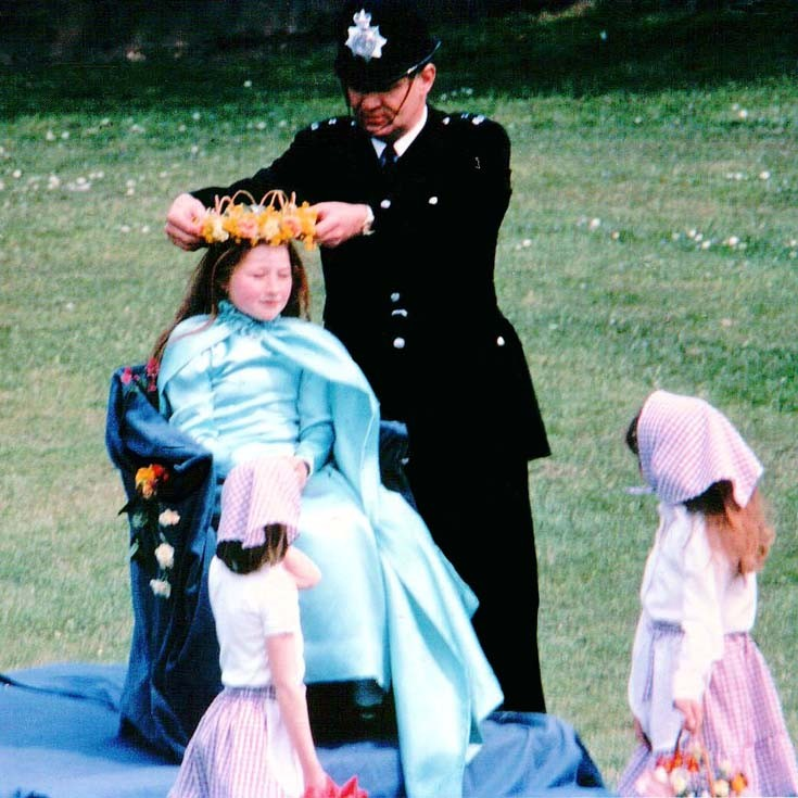 Police Constable crowns May Queen at Merland Rise