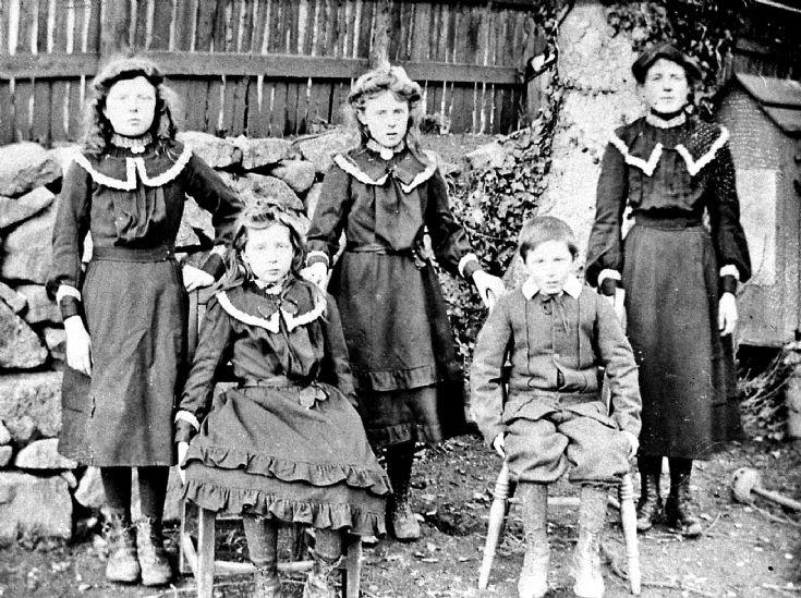 14 Stewart Children at Glenbuchat Mill