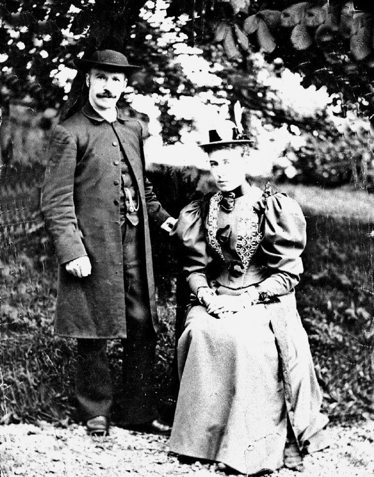 51 Rev & Mrs Spark Genbuchat