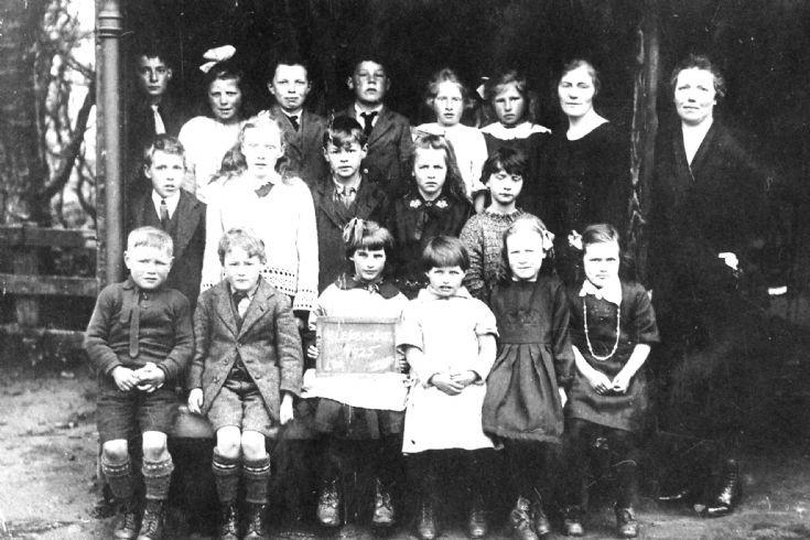 67 Glenbuchat School 1925