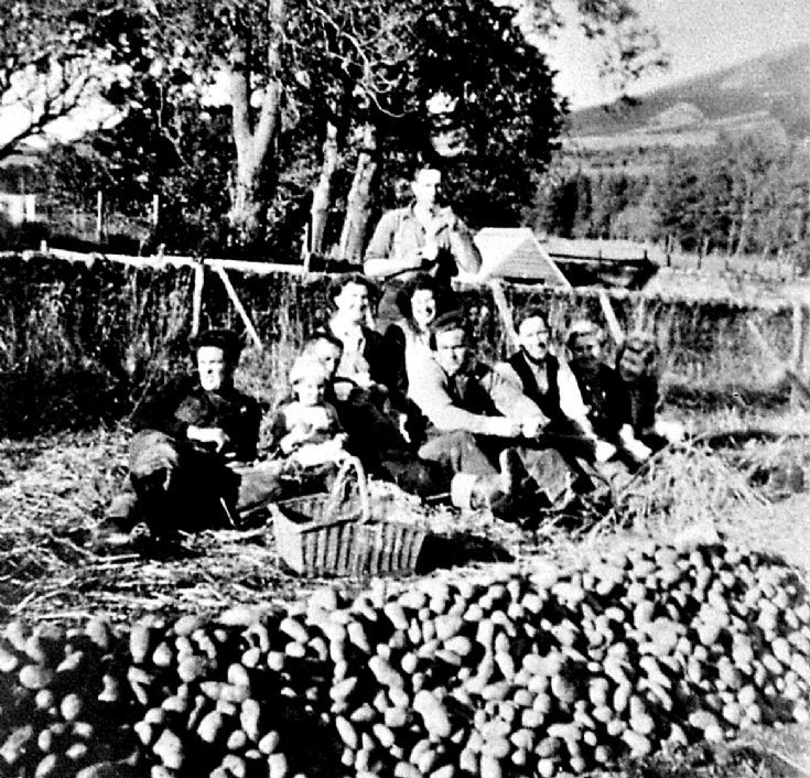 71 Rest while Tattie Picking, Glenbuchat