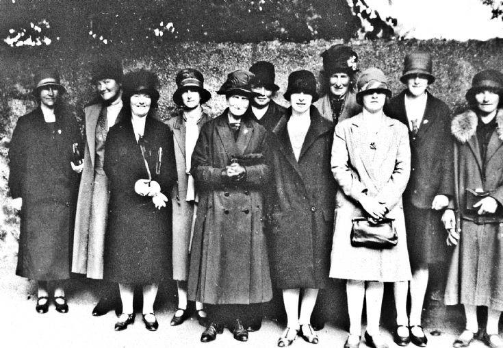 174 Ladies Outring c 1920's