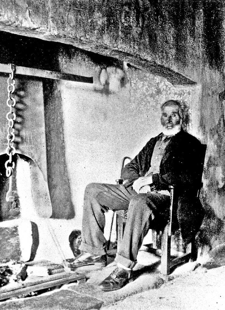 196 Glenbuchat 'Ingle' at Badenyon farm house
