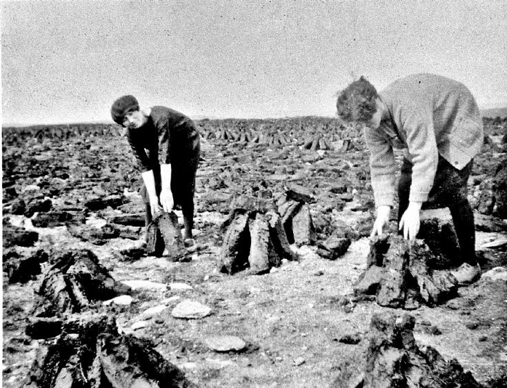 212 Collecing Peats Glenbuchat