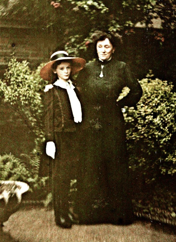 24 Forbes Daughter & ?Governess Newe Castle c1910