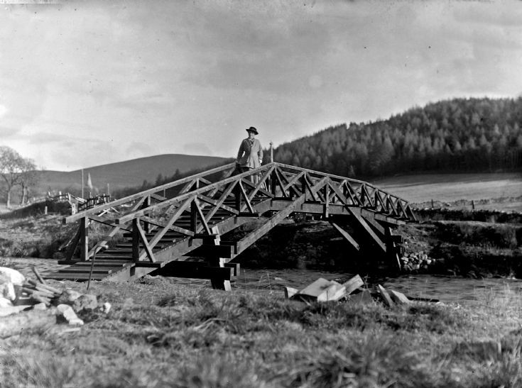 33 Bridge over R. Don at Castle Newe c 1910