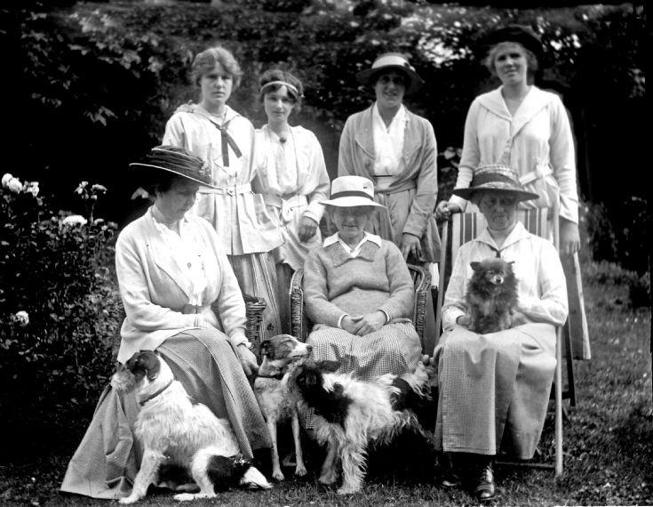 37 Visitors Castle Newe c 1910