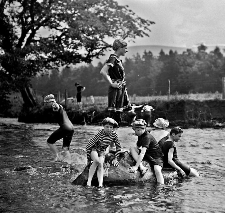 58 Swimming in the Don at Castle Newe c 1910