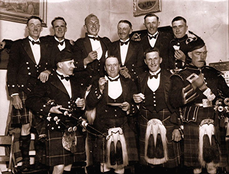 35 Lonach Pipers