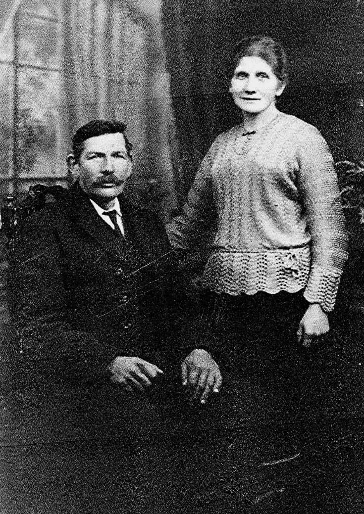 42 John & Isobel Thomson