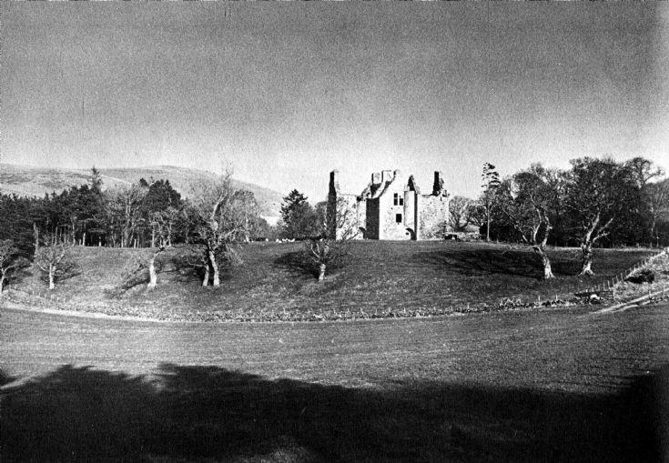 23 Glenbuchat Castle