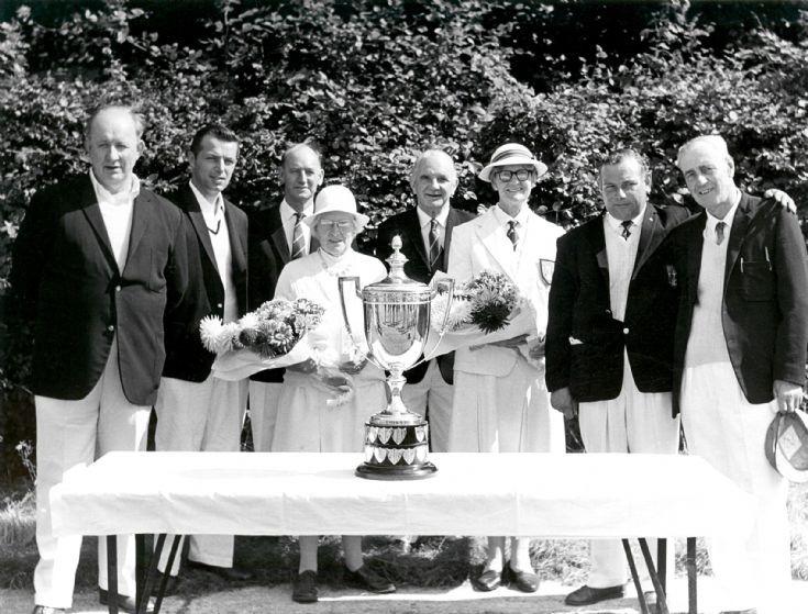 Handcross Bowling Club win trophy