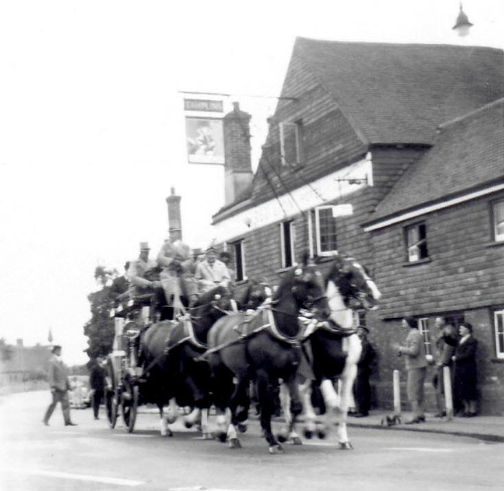Stagecoach arriving at Red Lion