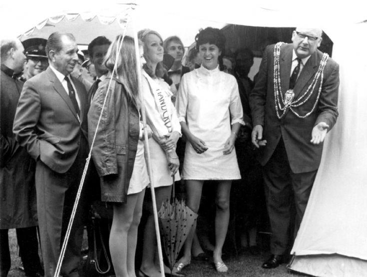 Handcross Band Queen 1969
