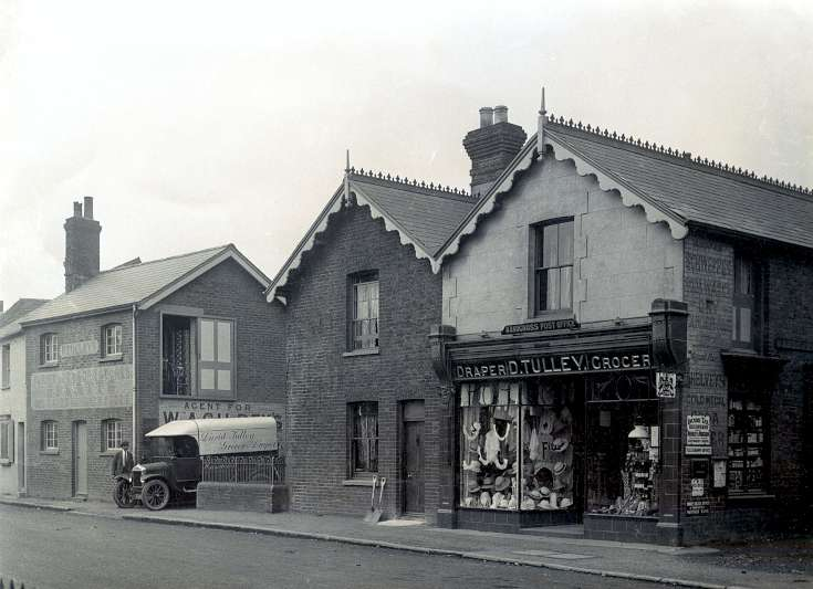 Tulley's Stores, Handcross