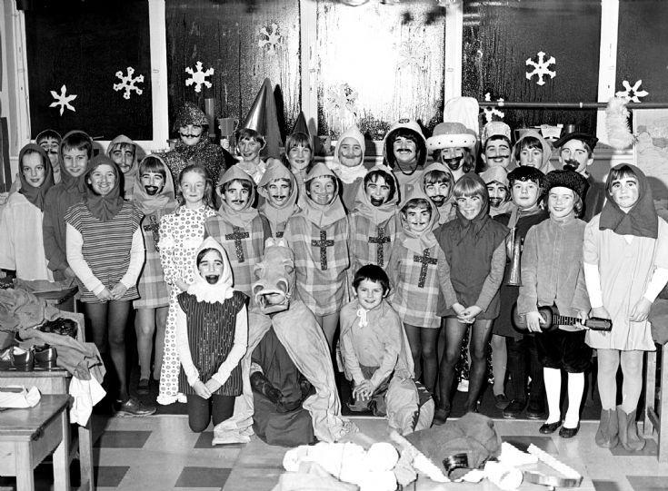 Warninglid School at Christmas 1981