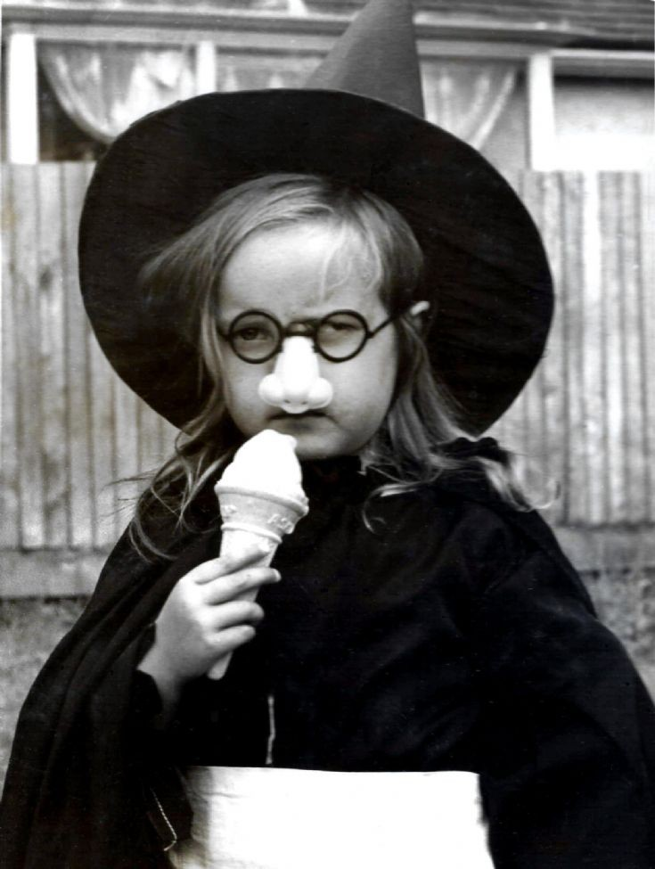 Handcross witch with ice cream