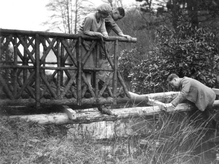 Tilgate Lake bridge built by Nix family