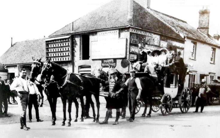 Stagecoach at the Red Lion, Handcross