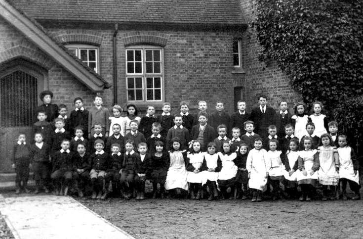 Handcross School group photograph 1905