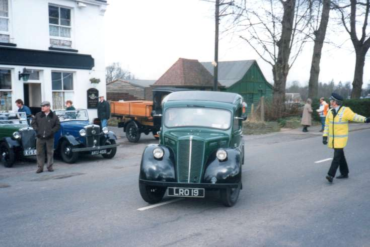 Morris Register cars at Fountain Inn, Handcross