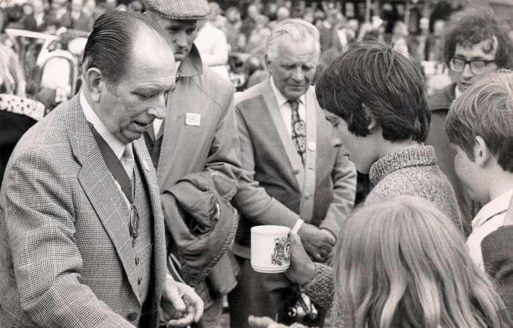 Queens Silver Jubilee - Presentation of mugs