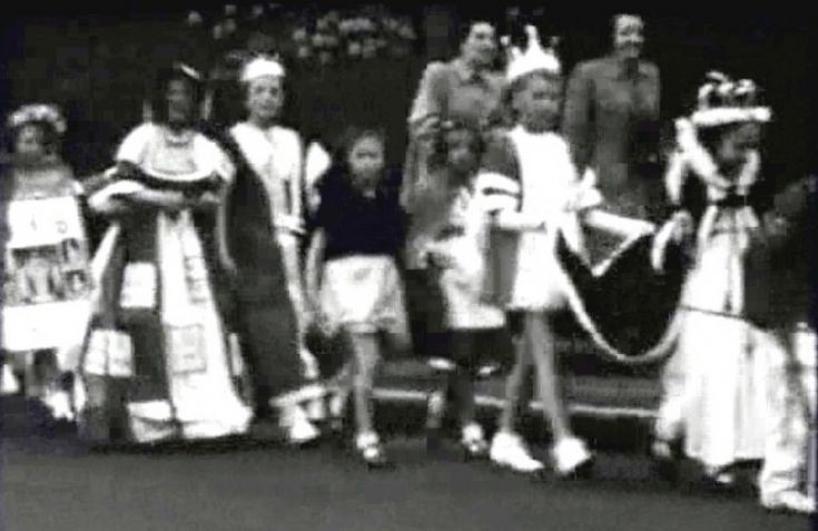Video of Coronation procession (4 of 4)