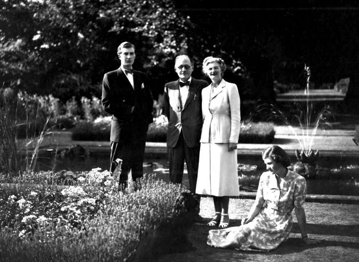 Warren family at the Hyde estate, Handcross