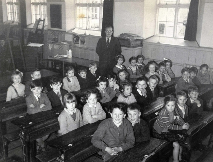 A class of 29 pupils at Handcross School