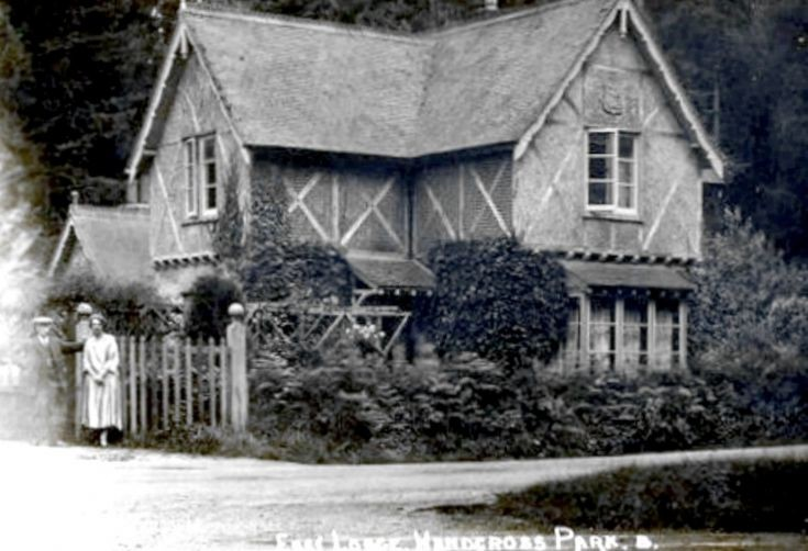 East Lodge of Handcross Park in Balcombe Lane