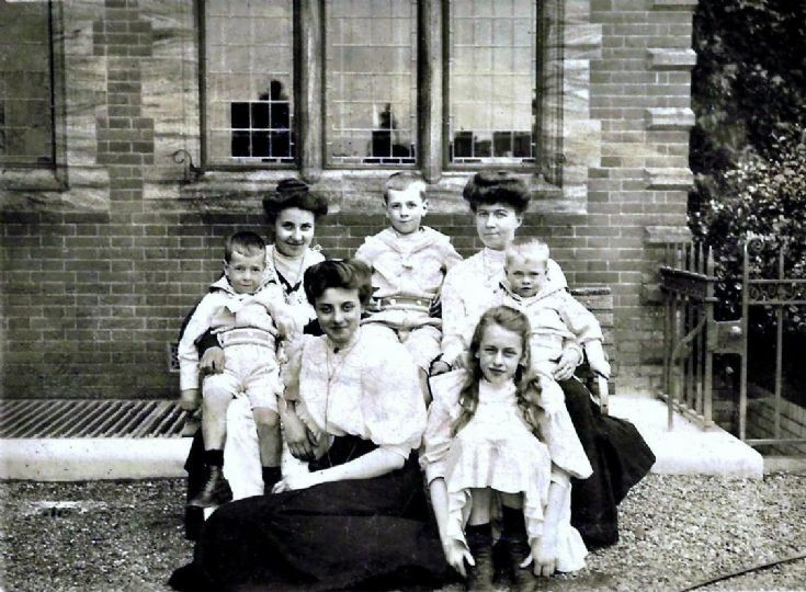 Saillard family at Pease Pottage (1 of 2)