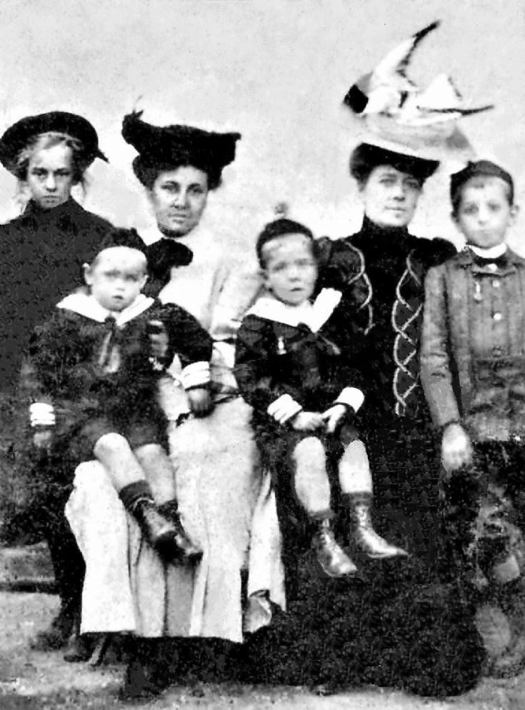 Saillard family at Pease Pottage (2 of 2)