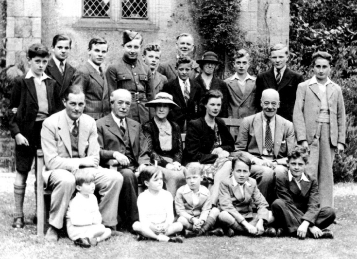 Evacuees from Buckingham Gate school at Nymans