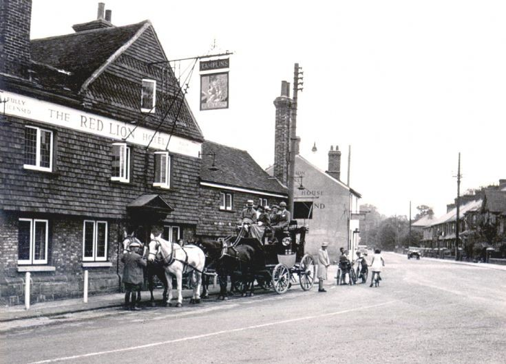 Stagecoach outside the Red Lion