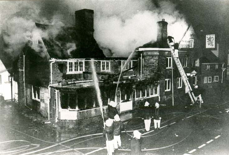 Dramatic fire at the Red Lion, Handcross