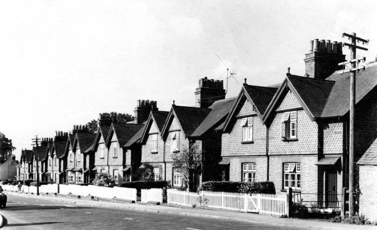 Warren Cottages, Handcross