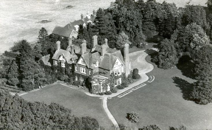 Holmsted Manor, Staplefield