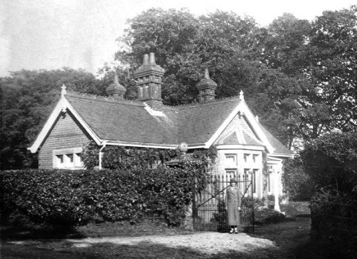 Tilgate Forest Cottage Lodge