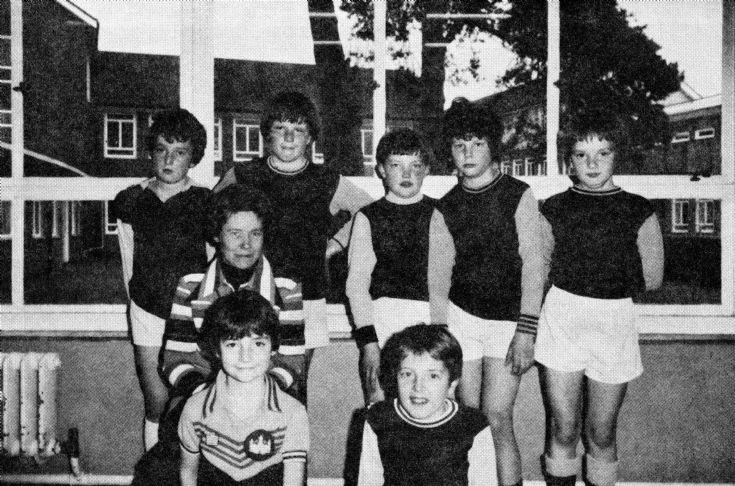 Handcross school football team